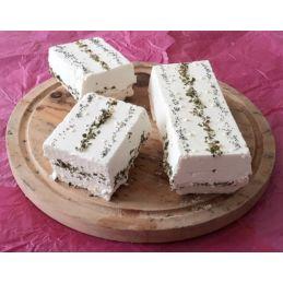 Briquette de chèvre aromatisé à l'ail et persil et graines de pavot au lait cru