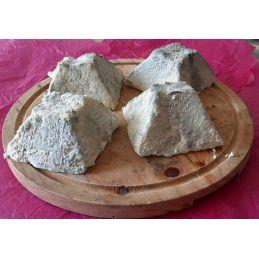Pyramide de chèvre cendrée au lait cru
